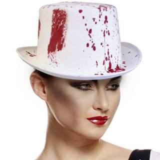 Chapeau avec tâches de sang